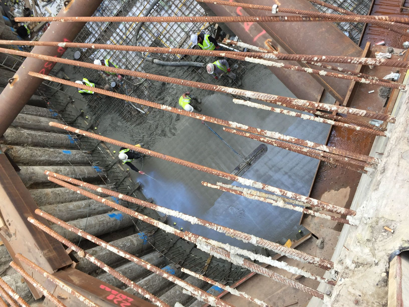 Pudlo-slab-being-poured-and-Concure-being-applied